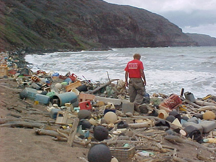 marine_debris_on_hawaiian_coast
